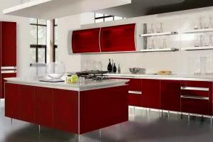 Moderne kjøkken i rødt