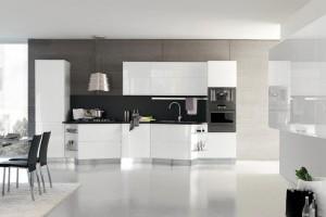 Skreddersydd kjøkken i hvit høyglans